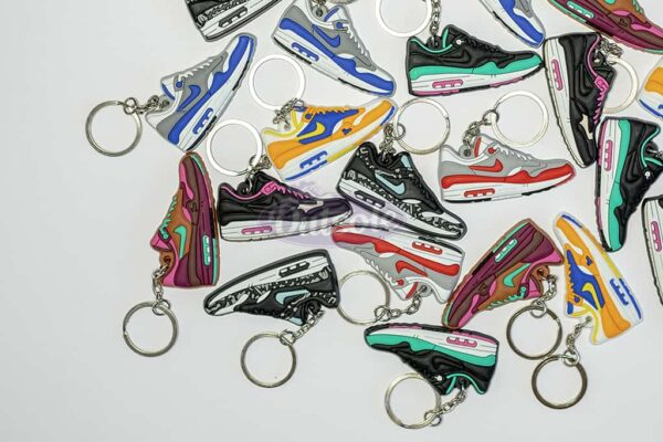 nike air max 1 keychains outsole sleutelhangers 600x400 - Nike Air Max 1 Kid Robot keychain