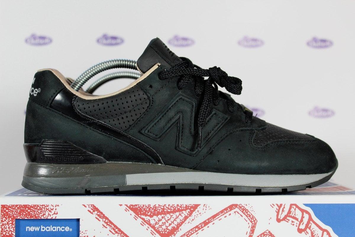 meet 68e39 9c045 New Balance 996 RT Black x Tomorrowland