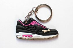 nike air max 1 keychain kid robot 1 252x167 - Nike Air Max 1s