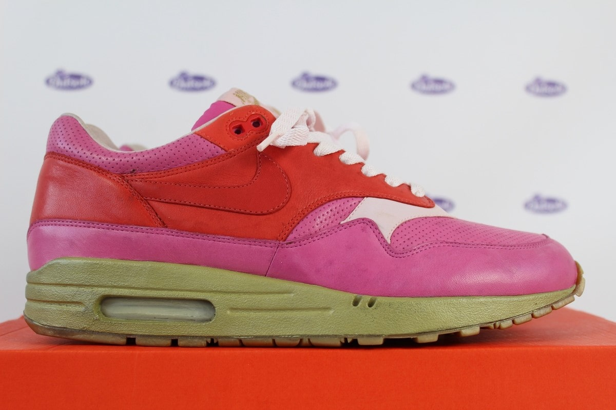 Nike Air Max 1 Pink Kid Robot Promo Sample Hyperstrike FF 42 5 Outsole US 9 - All Nike Air Max 1 & 90 Hyperstrikes and Friends & Family releases