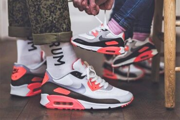 Nike Air Max 90 Infrared too small too big sneakers Outsole 370x247 - What to do with my sneakers being too small or too big?