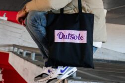 Outsole tote bag Elephant Purple Pink Black 6 4 252x167 - Outsole tote bag - Zwart
