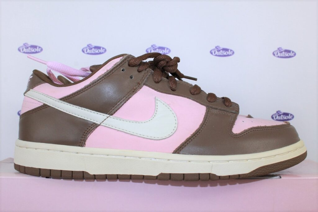 Nike Dunk Low PRO SB Stussy incl hat 45 5 1024x683 - What length shoelaces do I need for my sneakers?