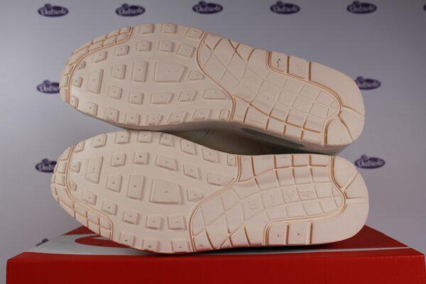 Nike Air Max 1 JP Pale Ivory Jelly Swoosh 425 8 600x400 - Nike Air Max 1 JP Pale Ivory Jelly Swoosh